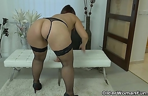 Well rounded milf riona rubs her throbbing clitoris