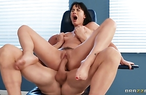 Bastardize cums surpassing patient's wings after to one's liking having it away