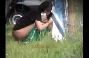 Alfresco peeing babes