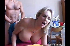 Wanda is a spectacular chunky knockers mature spoil who likes alongside bonk