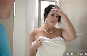 Brazzers - reagan foxx - matriarch got boobs