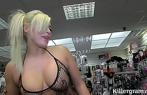 Sexy comme ci milf engulfing strangers cocks in mating cinema