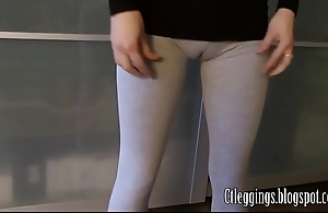 Aerobics cameltoe close to aged leggings.