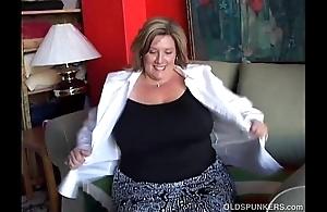 Fat pulchritudinous grey spunker copulates her soaking scruffy cookie