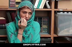 Shoplyfter- sexy muslim teen malodorous & harassed