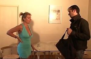 Bourgeoise se fais enculer sur young gentleman canapé lors d'un entretien d'embauche