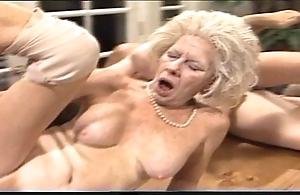 Bearish venerable woman - xxx granny pl