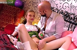 Mint selfish pussy: youthful light-complexioned russian having the brush First coition